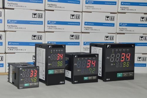 你知道如何进行温控器输入校准吗?